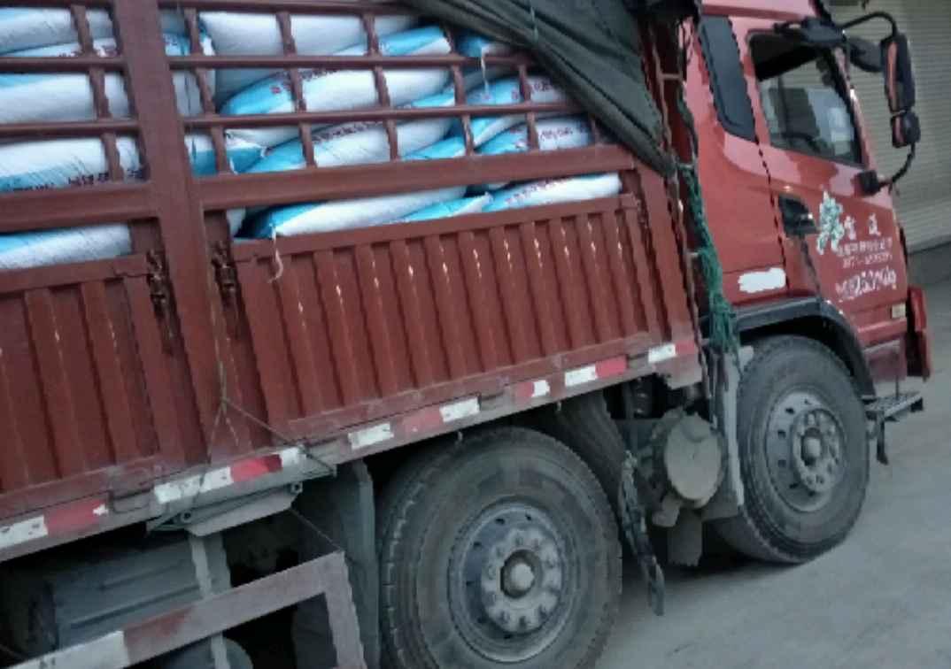 陕汽轩德 载货车  210匹 2015年05月 6x2