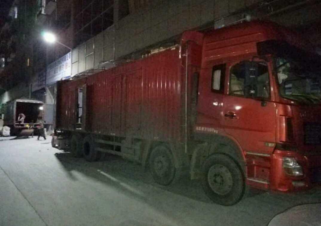 东风天龙 载货车  340匹 2014年10月 8x4