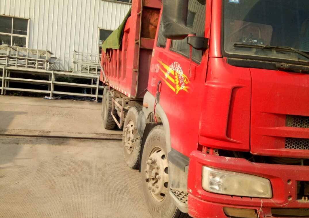 青岛解放新悍威 自卸车  260匹 2012年04月 8x4