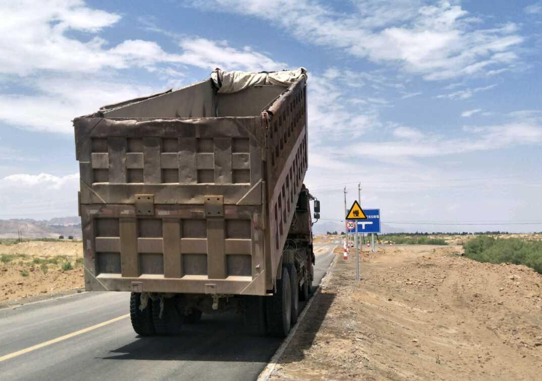 中国重汽豪瀚 自卸车  375匹 2013年06月 8x4