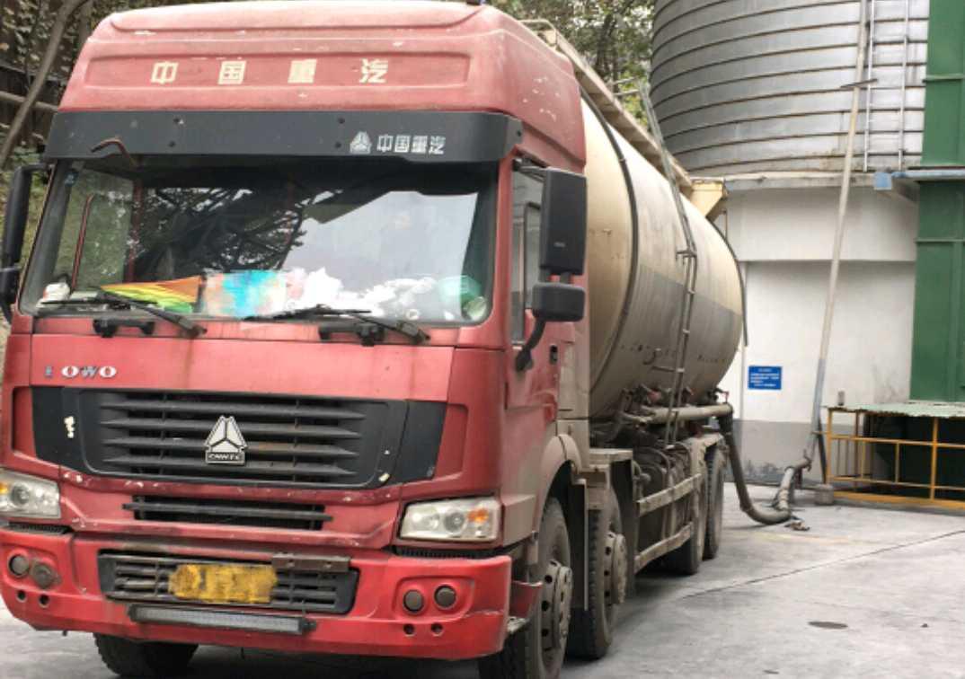 中国重汽HOWO 散装物料车  336匹 2010年02月 8x4
