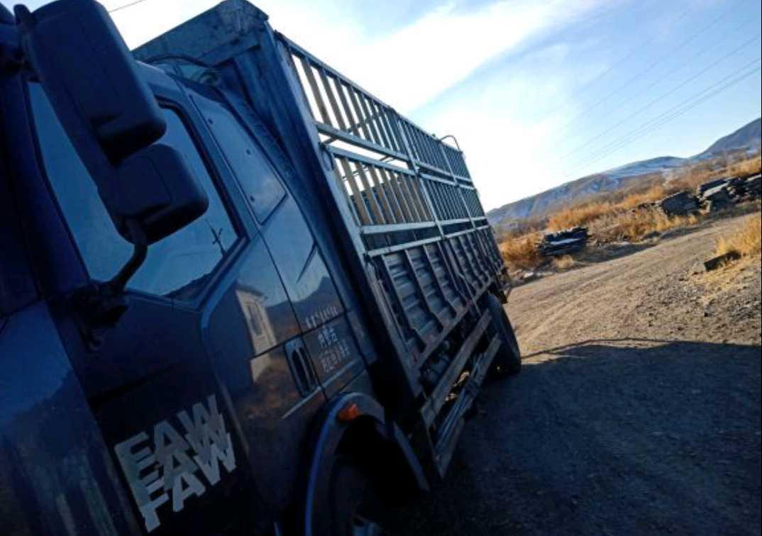 一汽解放J6 载货车  160匹 2012年12月 4x2
