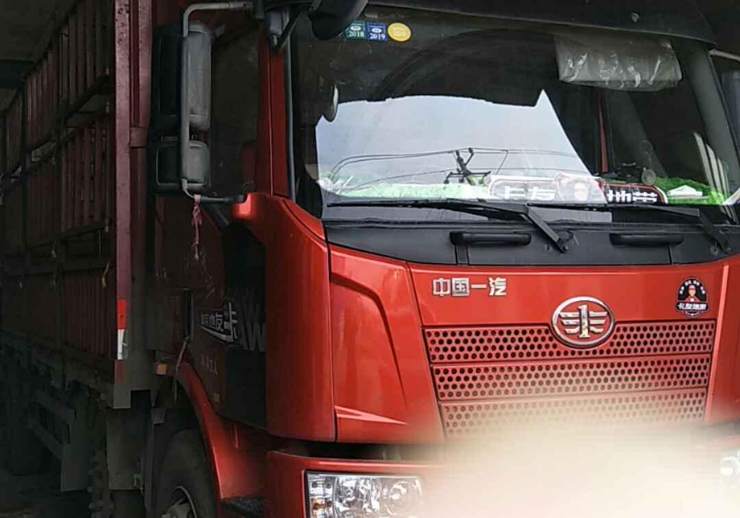 一汽解放J6M重卡 质惠版 载货车  260匹 2017年10月 4x2