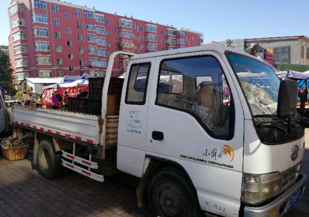 一汽解放J6 载货车  110匹 2011年03月 4x2