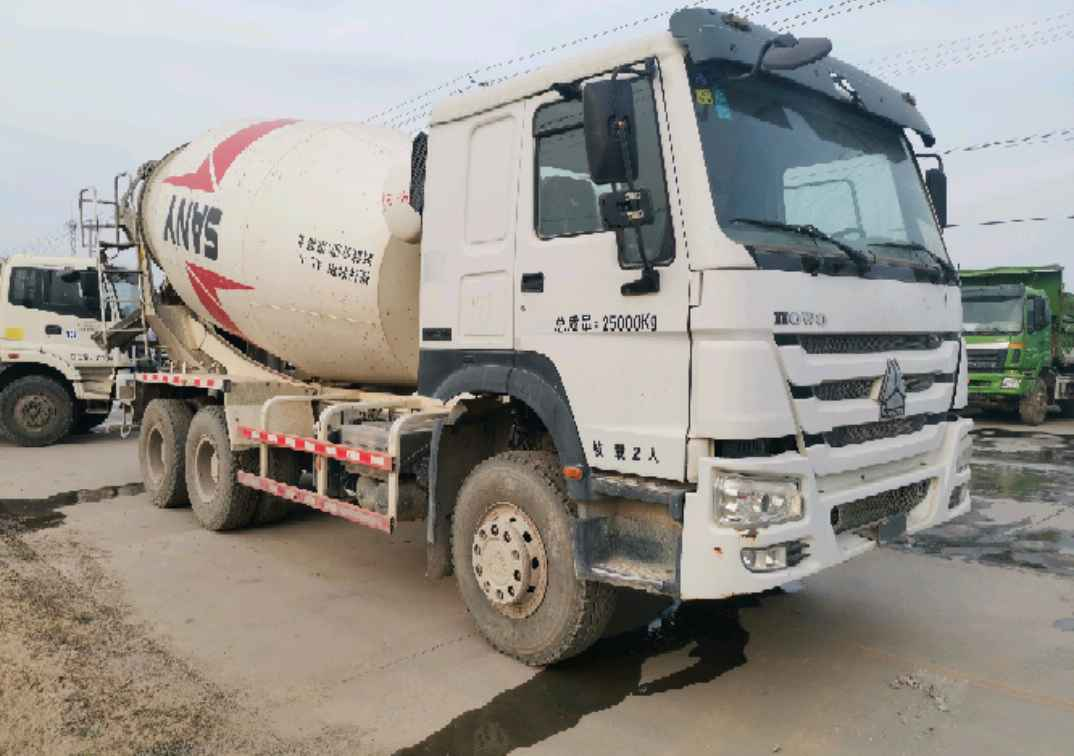 中国重汽HOWO 混凝土搅拌车  336匹 2015年03月 8x2