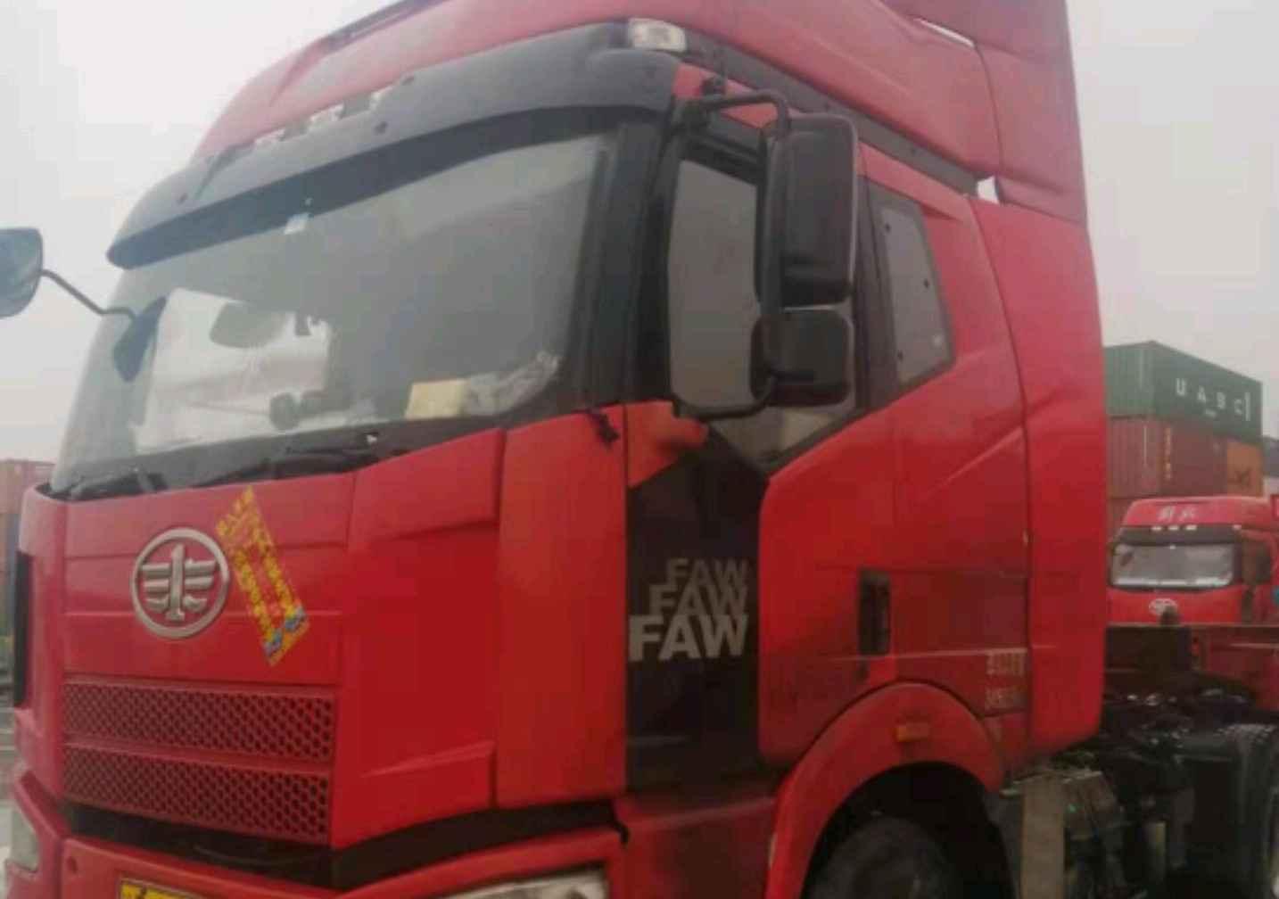 一汽解放J6P重卡 牵引车  350匹 2014年06月 4x2