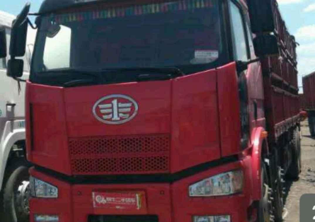 一汽解放J6 载货车  350匹 2012年05月 8x4