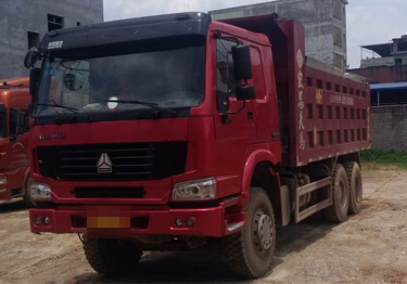 中国重汽HOWO 自卸车  348匹 2014年04月 6x4
