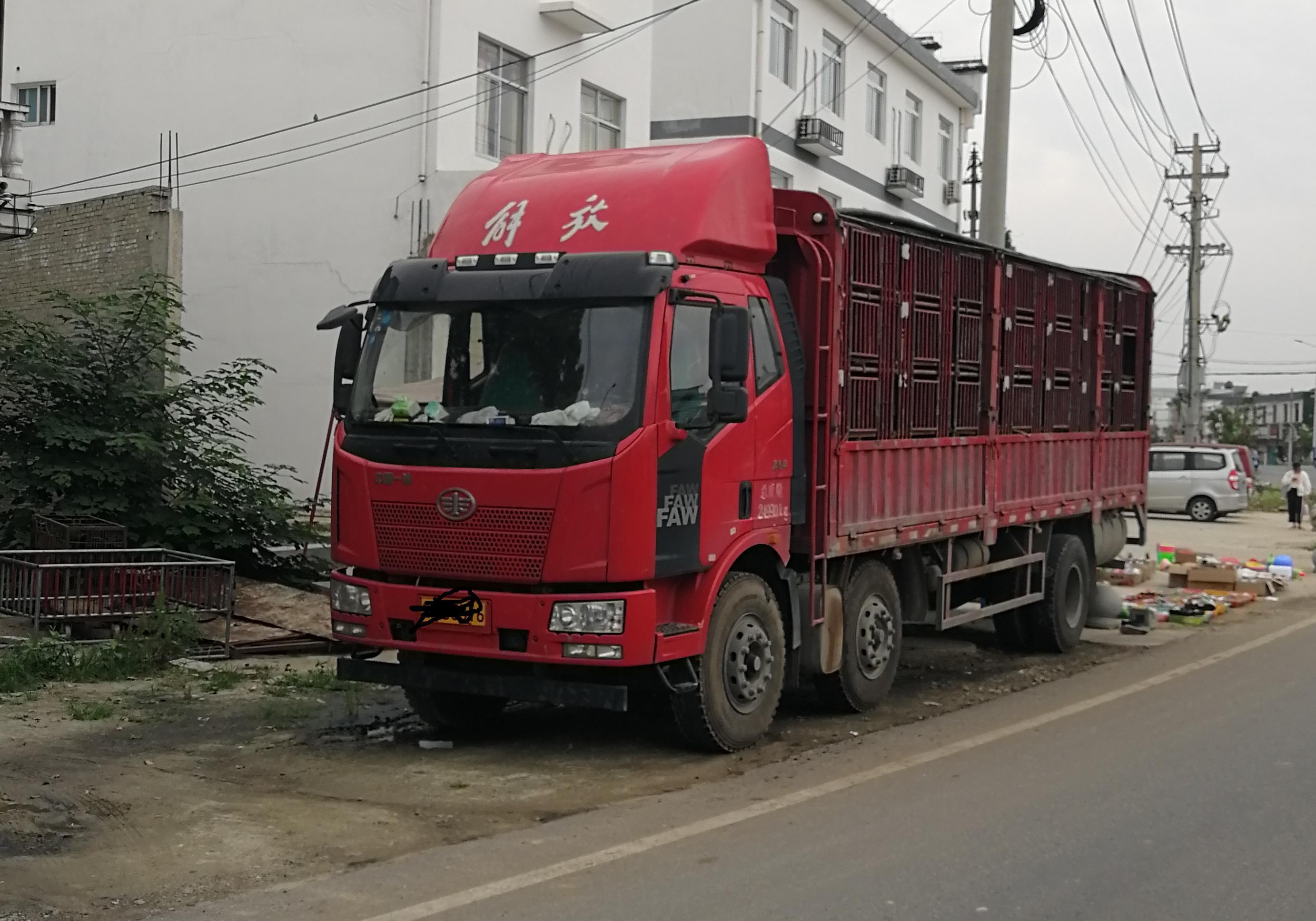 一汽解放J6 载货车  246匹 2017年10月 6x2