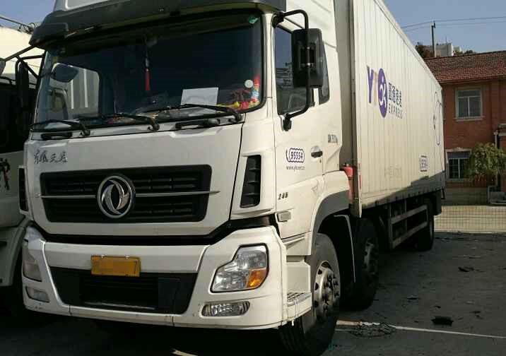 东风天龙 载货车  245匹 2014年07月 6x2