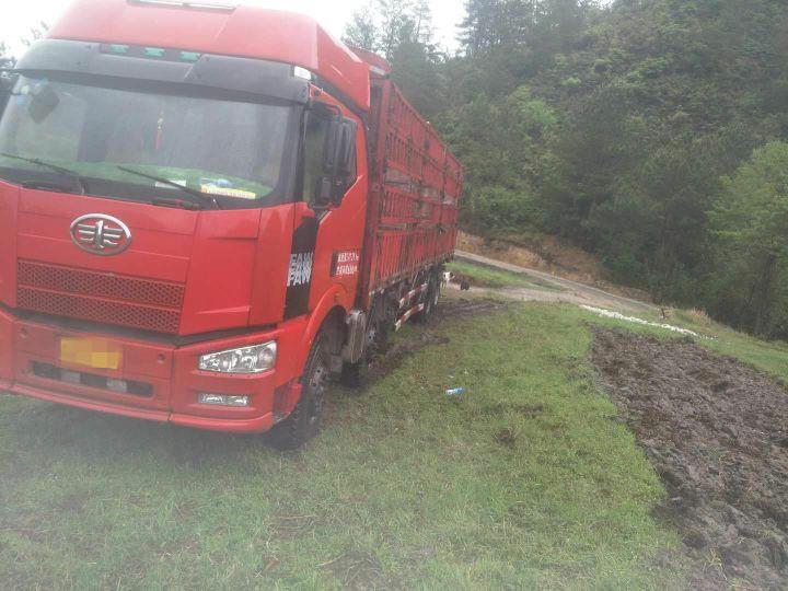 一汽解放J6 载货车  350匹 2009年07月 8x4