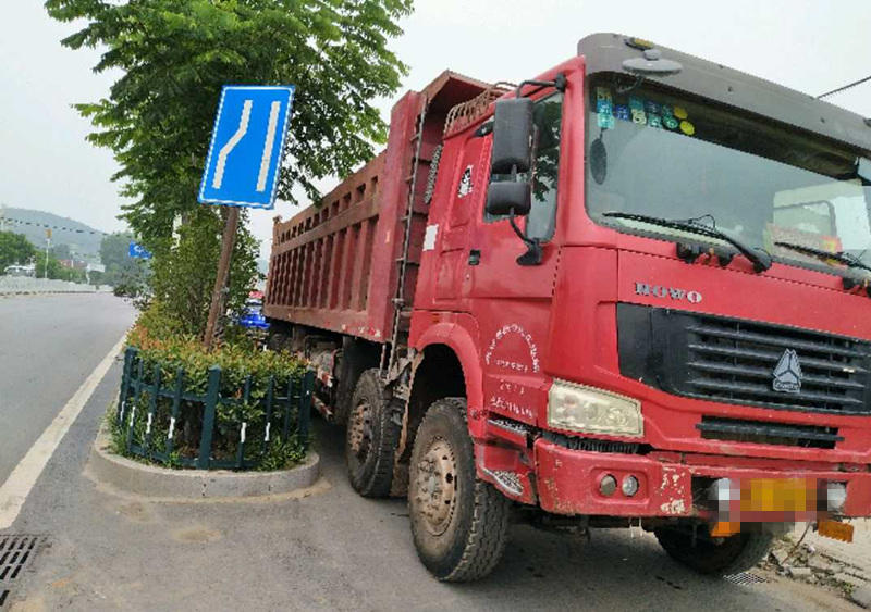 中国重汽HOWO 自卸车  336匹 2013年02月 8x4