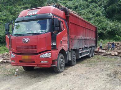 一汽解放J6 载货车  350匹 2012年01月 8x4