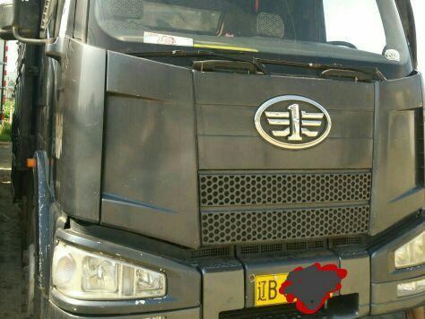 一汽解放J6 载货车  240匹 2011年03月 8x2