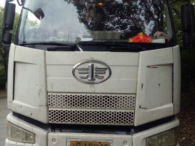 一汽解放J6 载货车  245匹 2014年07月 6x2