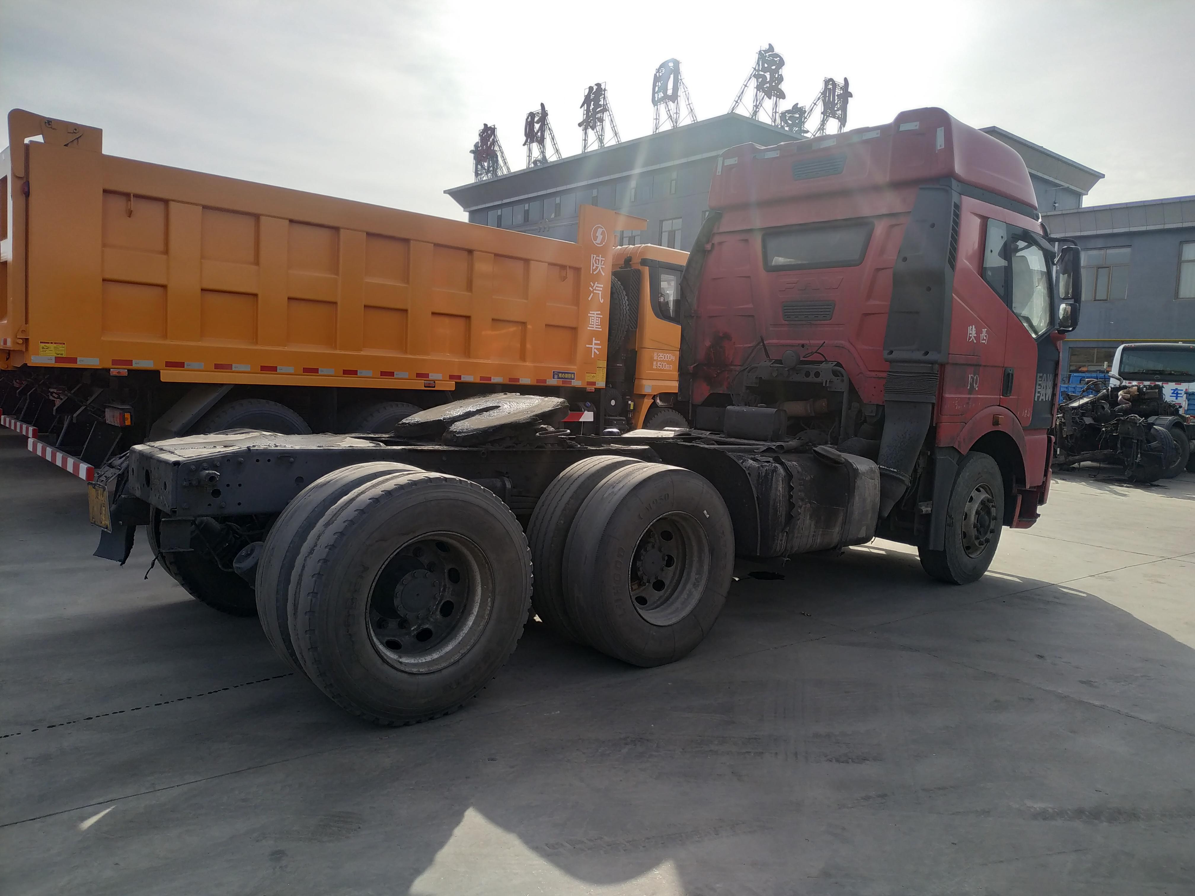 一汽解放J6 牵引车  300匹 2011年03月 6x4