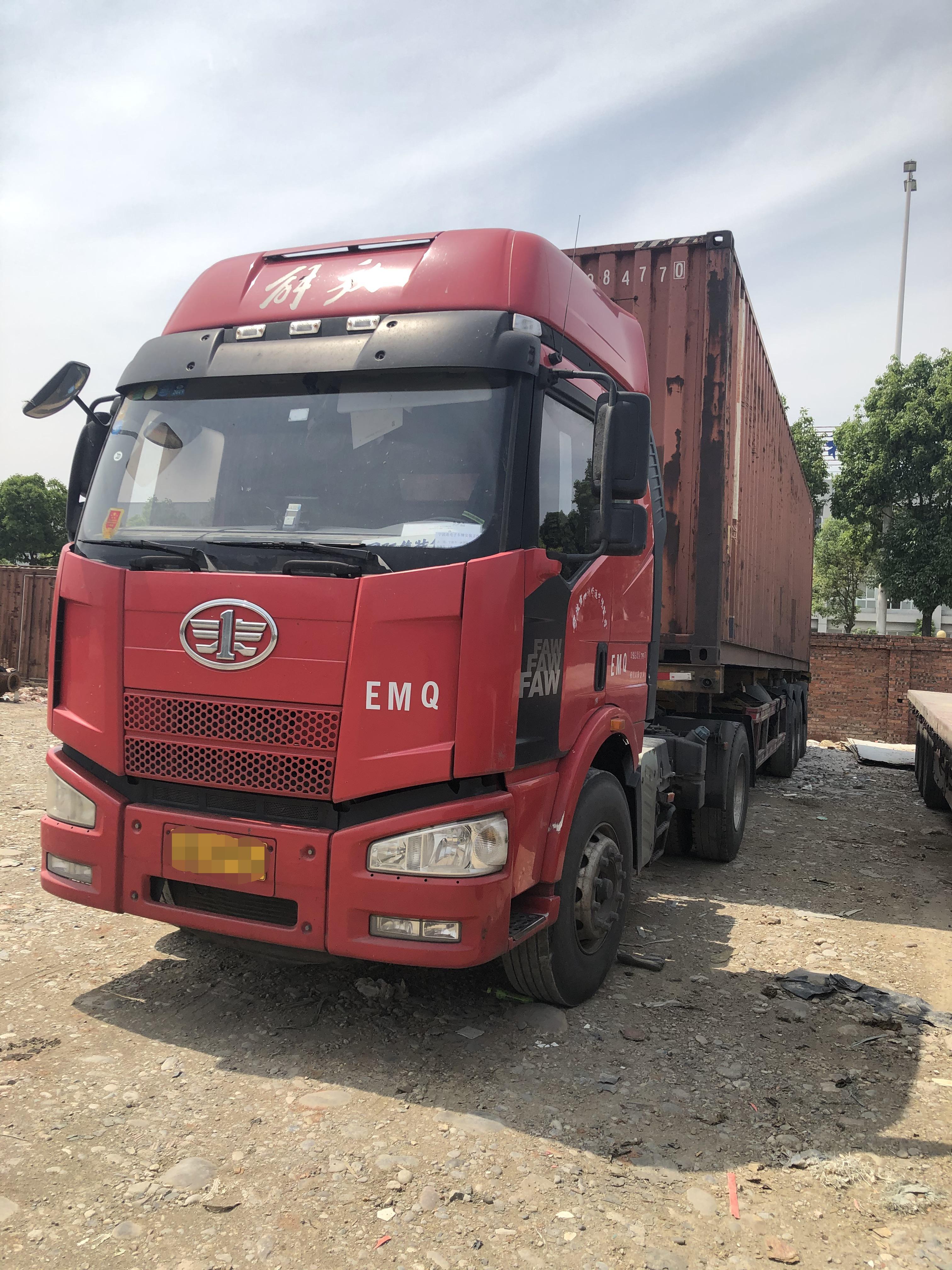 一汽解放J6M重卡 牵引车  350匹 2015年06月 4x2