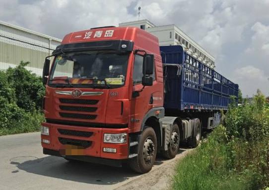 青島解放悍V 牽引車  380匹 2015年02月 6x2