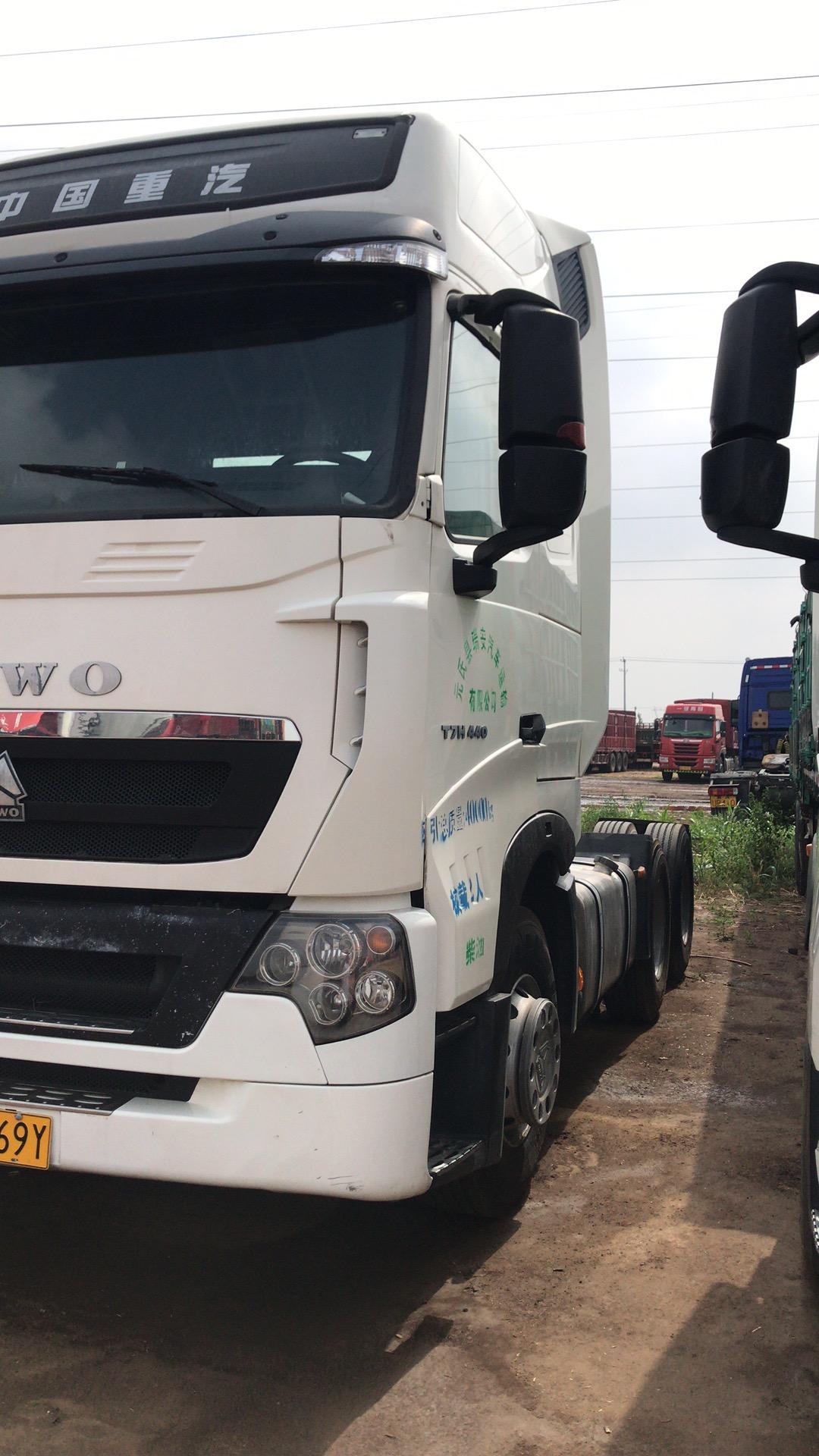 中国重汽豪沃T7H 牵引车  440匹 2017年06月 6x4