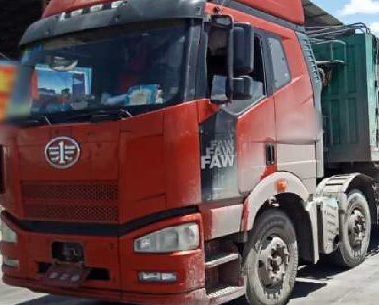 一汽解放J6P重卡 牵引车  390匹 2015年06月 6x2