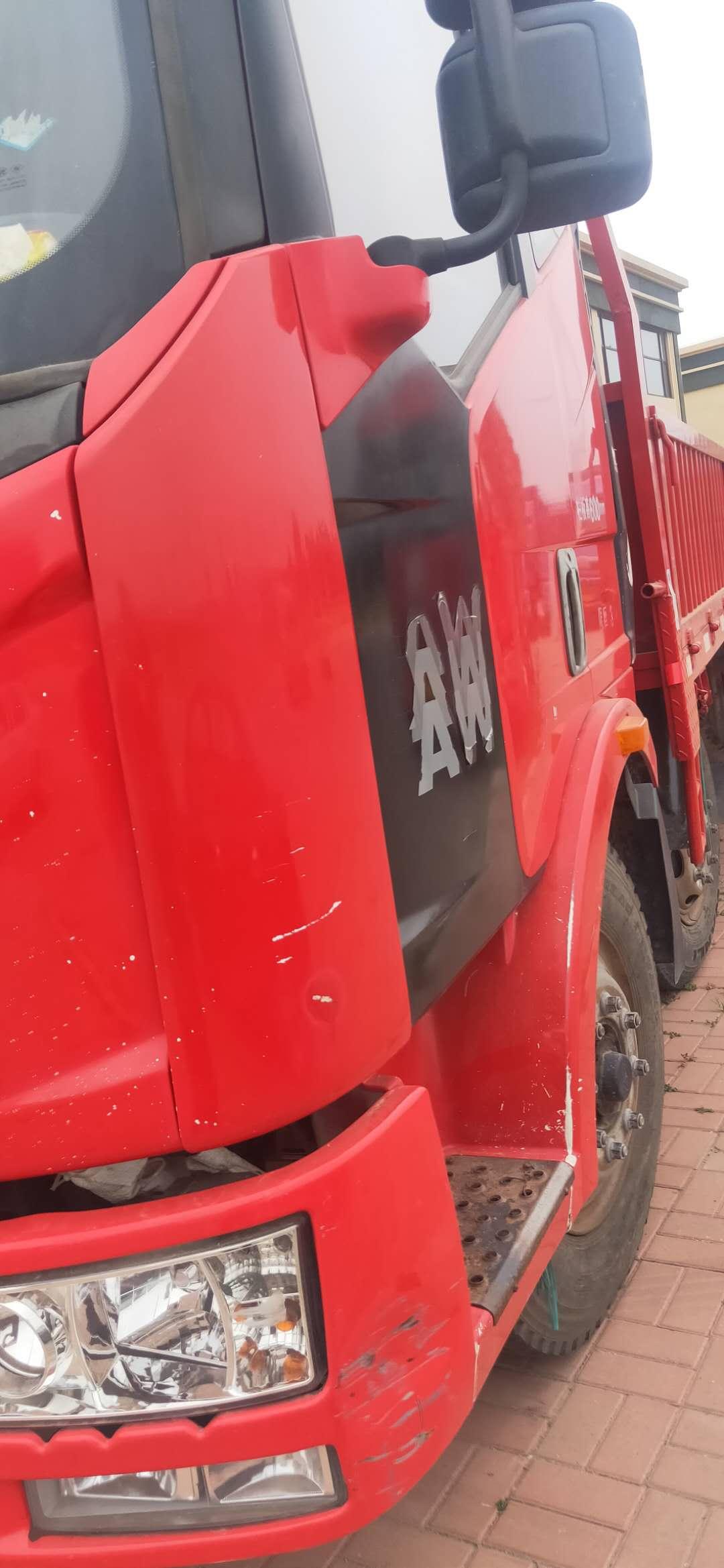 一汽解放J6 载货车  180匹 2013年05月 8x2