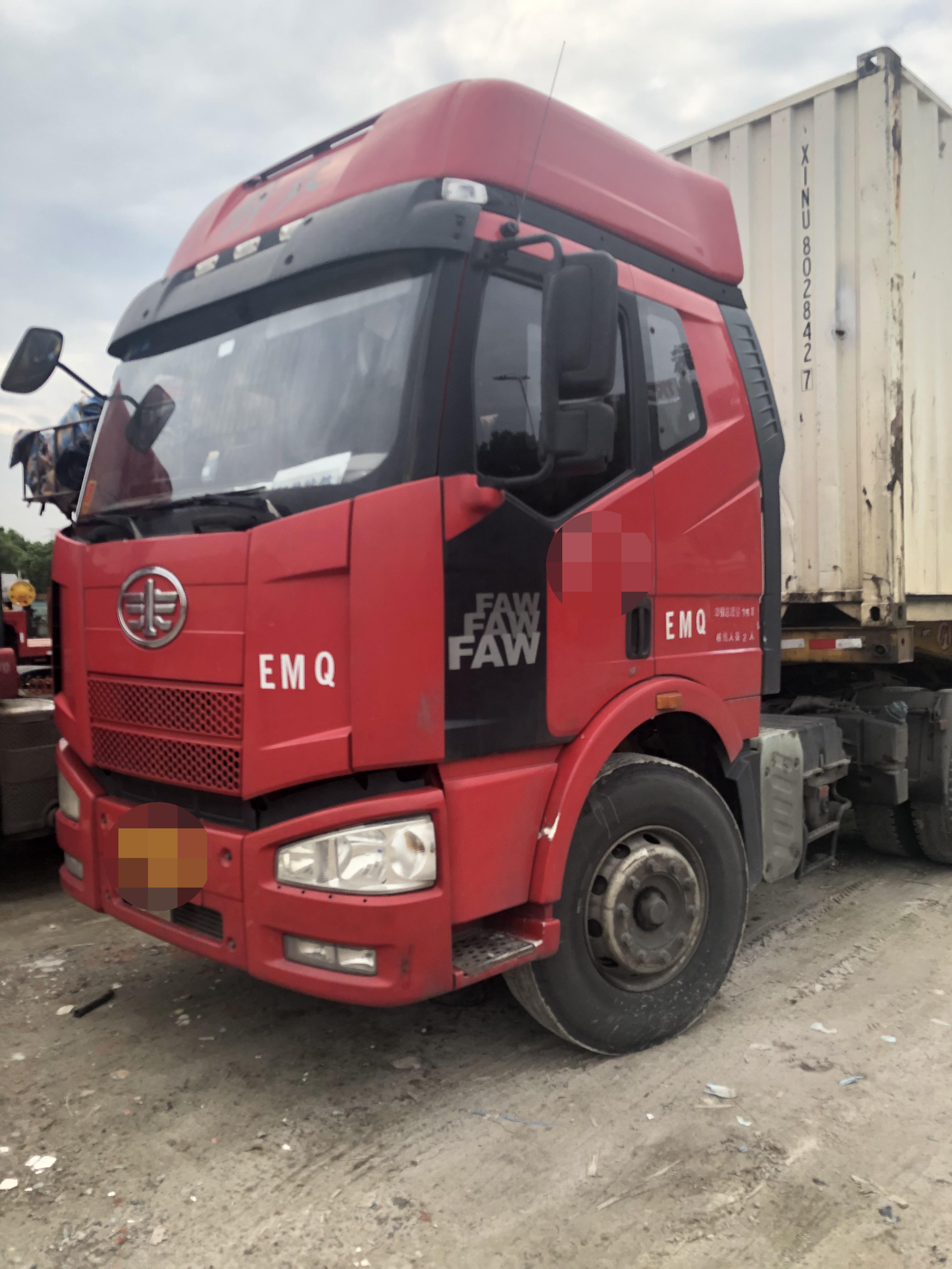 一汽解放J6P重卡 牽引車  350匹 2015年05月 4x2