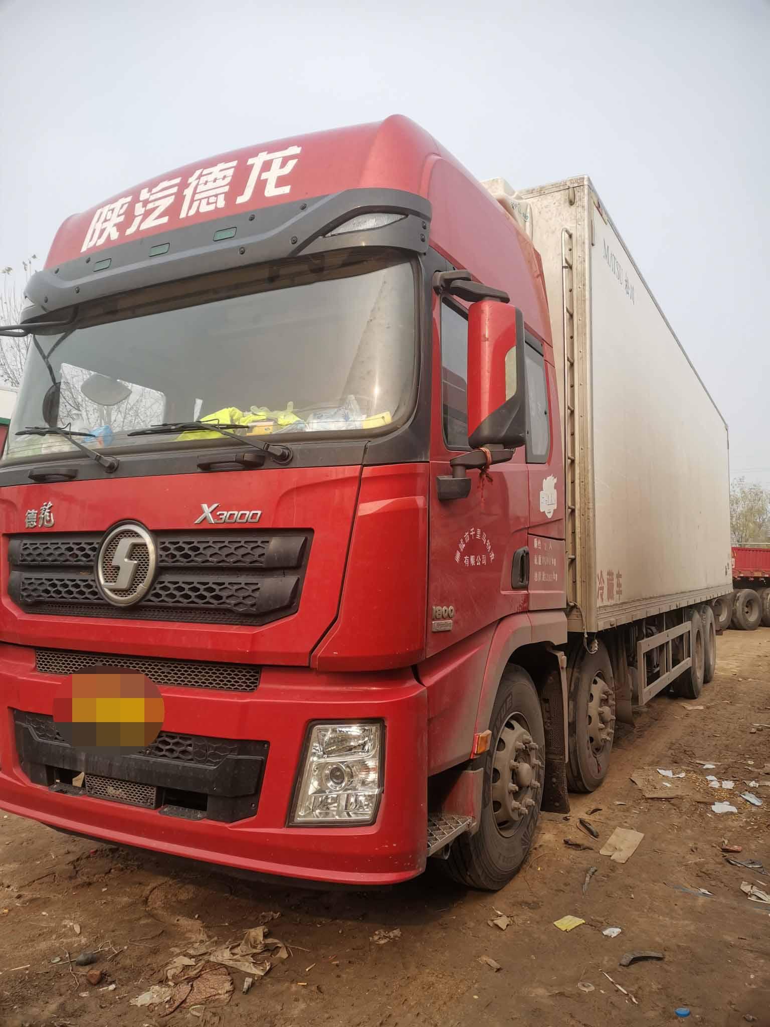 陕汽德龙X3000 载货车  375匹 2018年10月 8x4