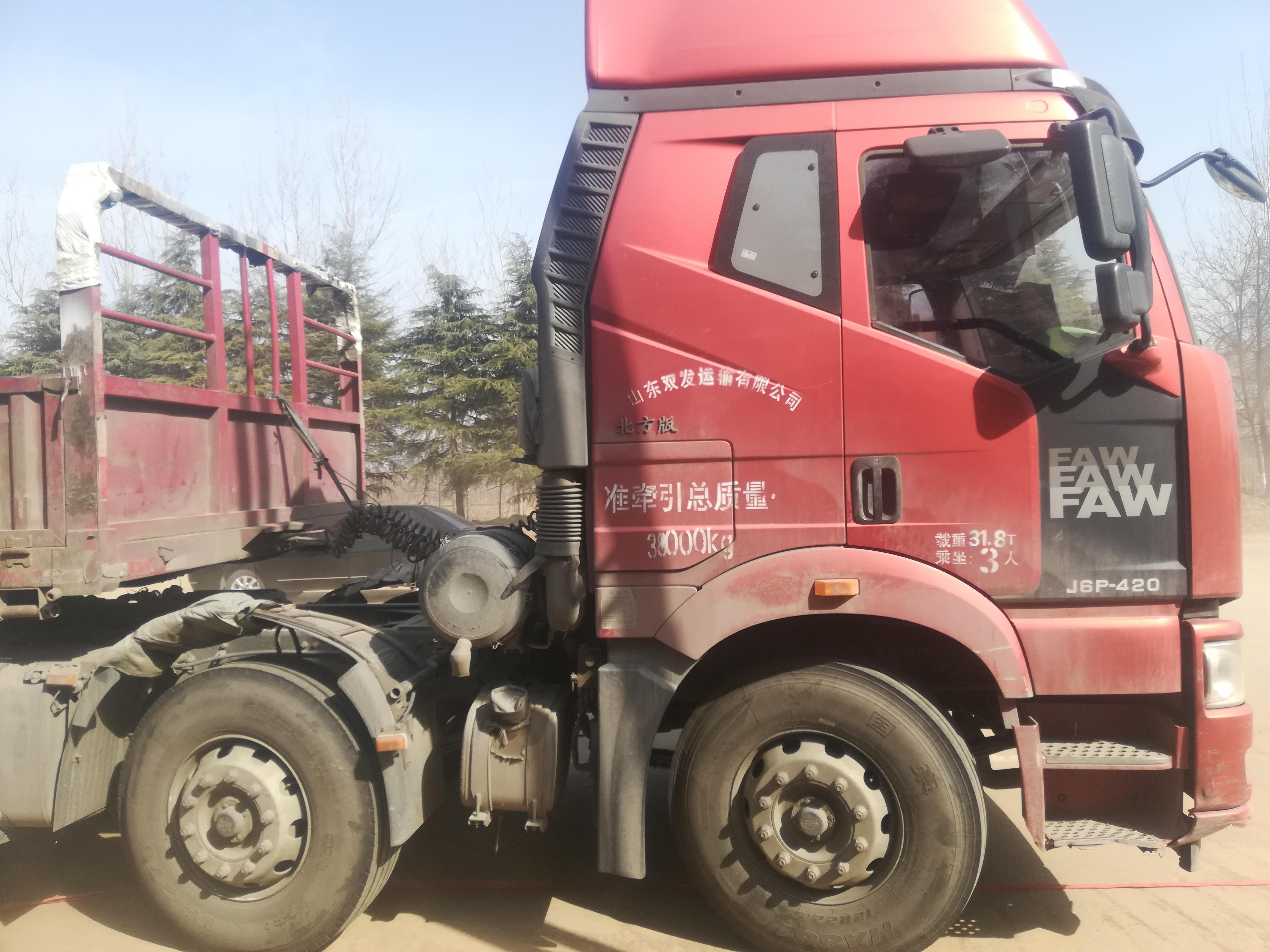 一汽解放J6P重卡 牵引车  420匹2015年04月 6×2 国四
